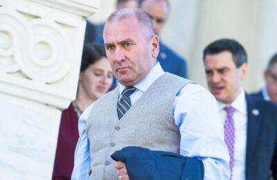 El representante de Wacky GOP Clay Higgins ahora tiene COVID por segunda vez